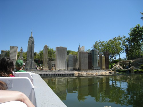 NYC sklyine in LEGO